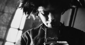 Photo and copyright Eva Besnyš/mai Eva Besnyš  Zelfportret Berlijn 1931 PUBLICATIE VAN DEZE FOTO IS ENKEL TOEGESTAAN IN VERBAND MET DE FILM EN TENTOONSTELLING EVA BESNYO-DE KEURCOLLECTIE EN ONDER VERMELDING VAN HET CREDIT: foto: Eva Besnyš/MAI